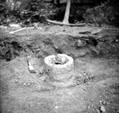 Brocha a modo de medida a escala de objeto de cerámica, in situ