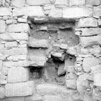 Muro de piedra en la zona arqueológica de Palenque antes de ser restaurado, detalle