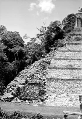 Restauración del Templo de las Inscripciones, vista parcial