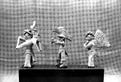 Figurillas antropomorfas masculinas, vista de perfil