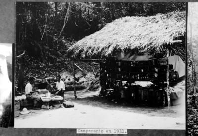 """""""Campamento en 1931"""" instalado en el sitio arqueológico de Yaxchilán"""