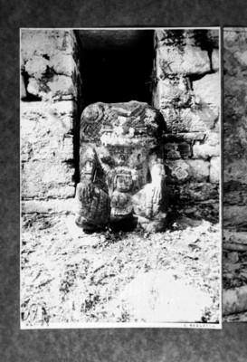 Escultura de Pájaro Jaguar IV en la estructura 33 de Yaxchilán, reprografía