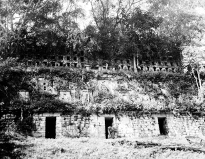 Estructura 33 de Yaxchilán anterior a su exploración, reprografía