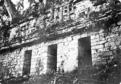 Vista parcial del edificio 40 de Yaxchilán