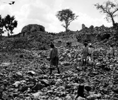 Edificios sin restaurar, Chichén Itzá