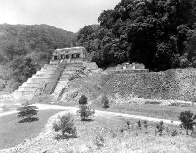 Gente en las escalinatas del Templo de las Inscripciones