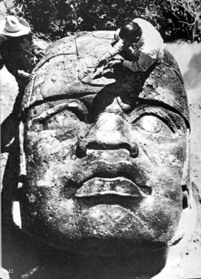 Monumento 1 de San Lorenzo Tenochtitlán in situ, reprografía