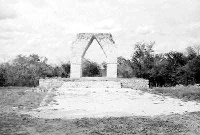 Arco Monumental Kabah, vista frontal