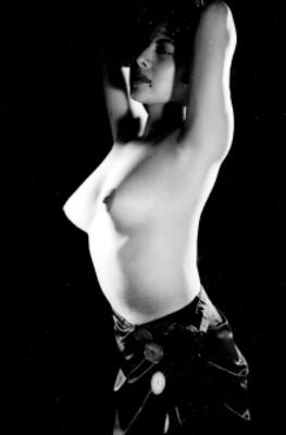 Mujer semidesnuda