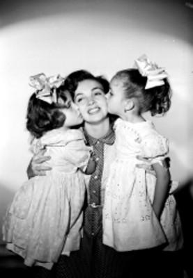 Lilia Michel y niñas, retrato