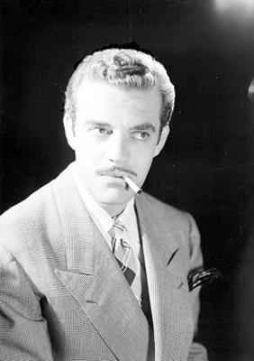 Eduardo Fajardo, actor, con cigarro en la boca, retrato