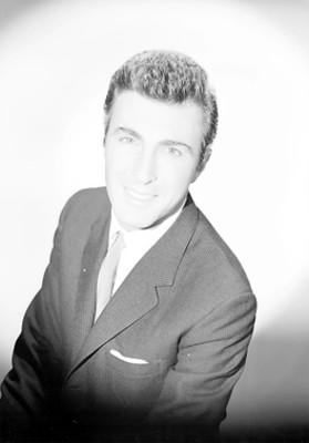 Guillermo Murray sonriendo