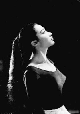 Alma Rosa Martínez, bailarina, retrato de perfil