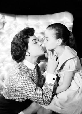 Martha Valdez besa a su hija
