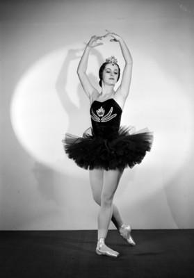 Lupe Serrano, pose de ballet