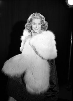 Silvia Pinal con abrigo