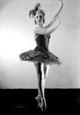 Bailarina en puntas, retrato