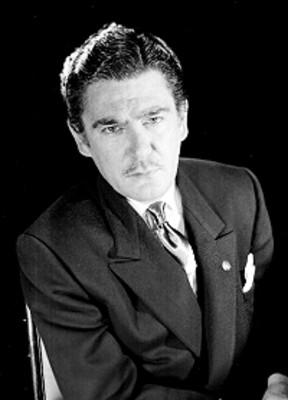 Carlos Bocanegra, sentado en una silla, retrato