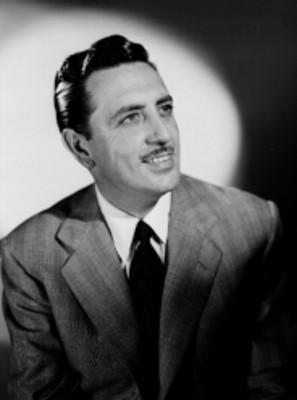 Luis Aldás, actor, viste traje, retrato