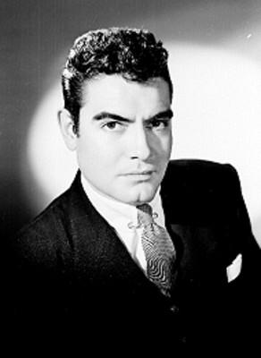 Octavio Arias, actor, porta traje, retrato