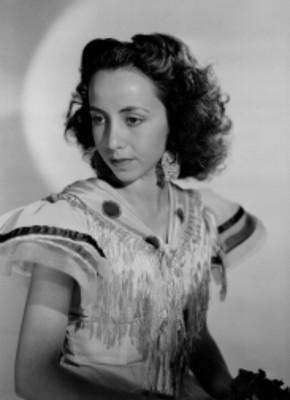 Ma. Eugenia Sevilla, bailarina, porta vestido flamenco, retrato de tres cuartos de perfil