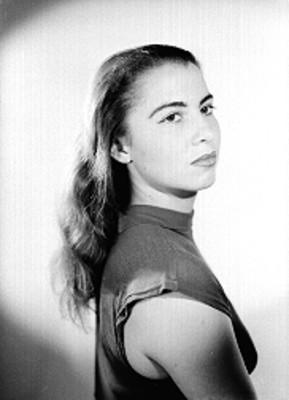 Adriana Siqueiros, retrato de perfil