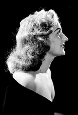 Aurora Segura, retrato de perfil