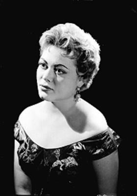 Ma. del Pilar Estrada, cantante, retrato