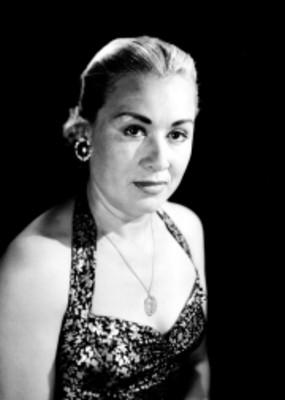 Josefina de la Peña con joyas