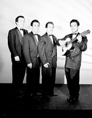 Hernando Avilés y trío Los Caminantes, retrato de grupo