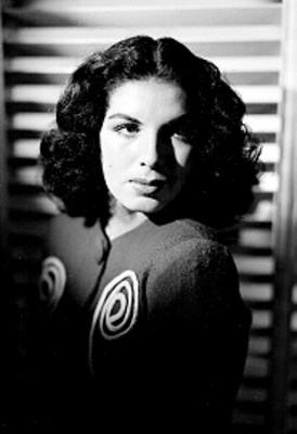 Norma Ancira en un estudio fotográfico