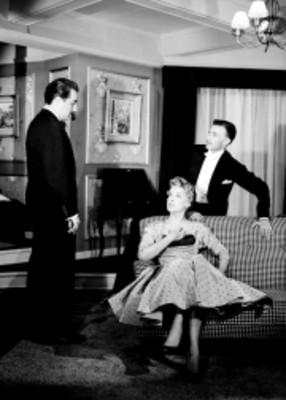 Actores en escena durante representacion de la obra Los Excluidos del Cielo