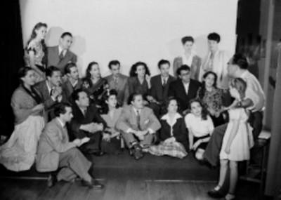 Alumnos de la escuela de arte Seki Sano, retrato de grupo