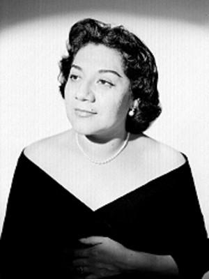 Margarita Gonzalez de frente con rostro de perfil tres cuartos, retrato