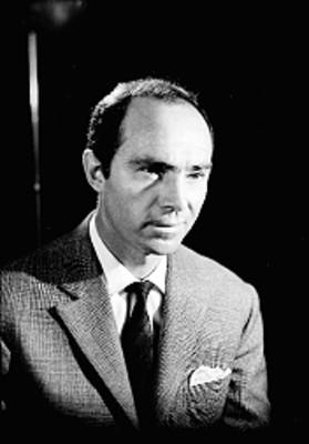 Carlos Porty de perfil tres cuartos, retrato