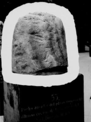 Piedra angular localizada en el ultimo cuerpo de la Pirámide del Sol, Teotihuacán