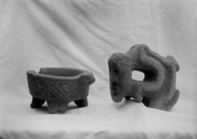 Cajete trípode y escultura zoomorfa