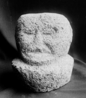 Escultura prehispánica antropomorfa, detalle