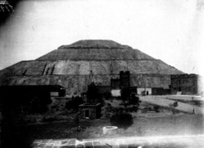 Antiguo Museo a un costado de la Pirámide del Sol, vista parcial