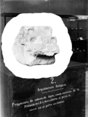 Monolito tallado en forma de Cabeza de tigre