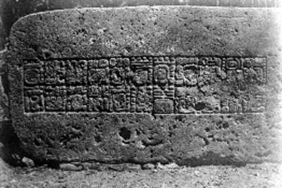 Dintel con inscripciones jeroglíficas