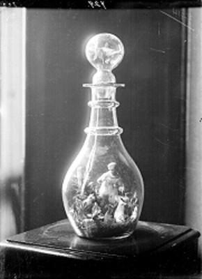 Botella de vidrio decorada