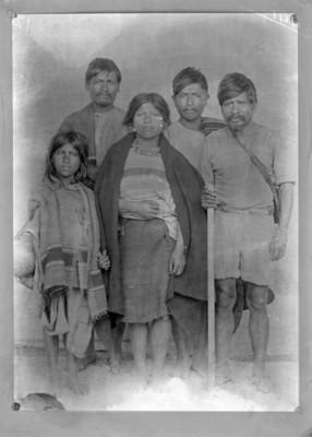 Familia nahuas, retrato de grupo