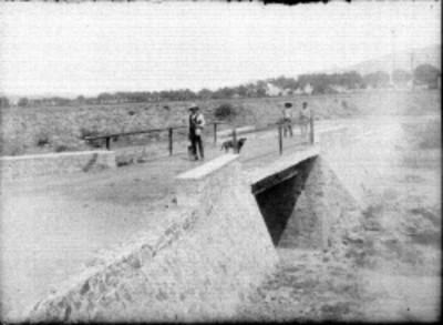 Cazadores sobre un puente, retrato de grupo