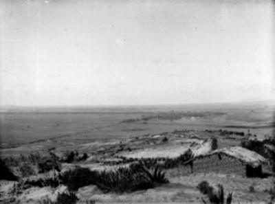 Pueblo y campos de cultivo, panorámica