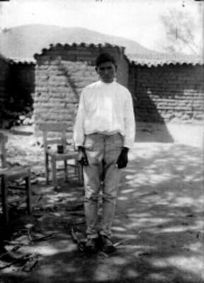 Hombre nahua de pie, retrato