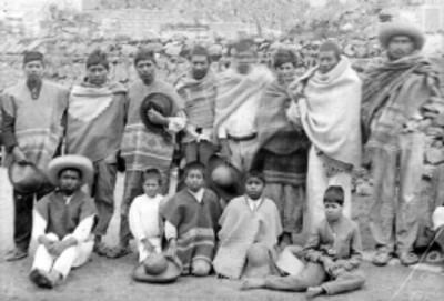Indígenas mixtecos, retrato de grupo