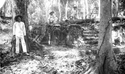 Desmonte de un basamento prehispánico