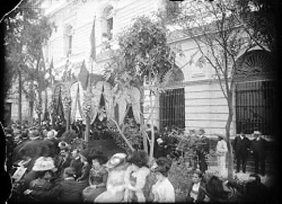 Gente durante ceremonia de inauguración del Reloj Otomano