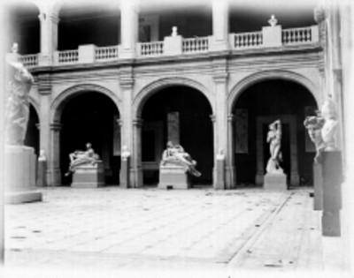 Patio de la Academia Nacional de San Carlos, vista parcial